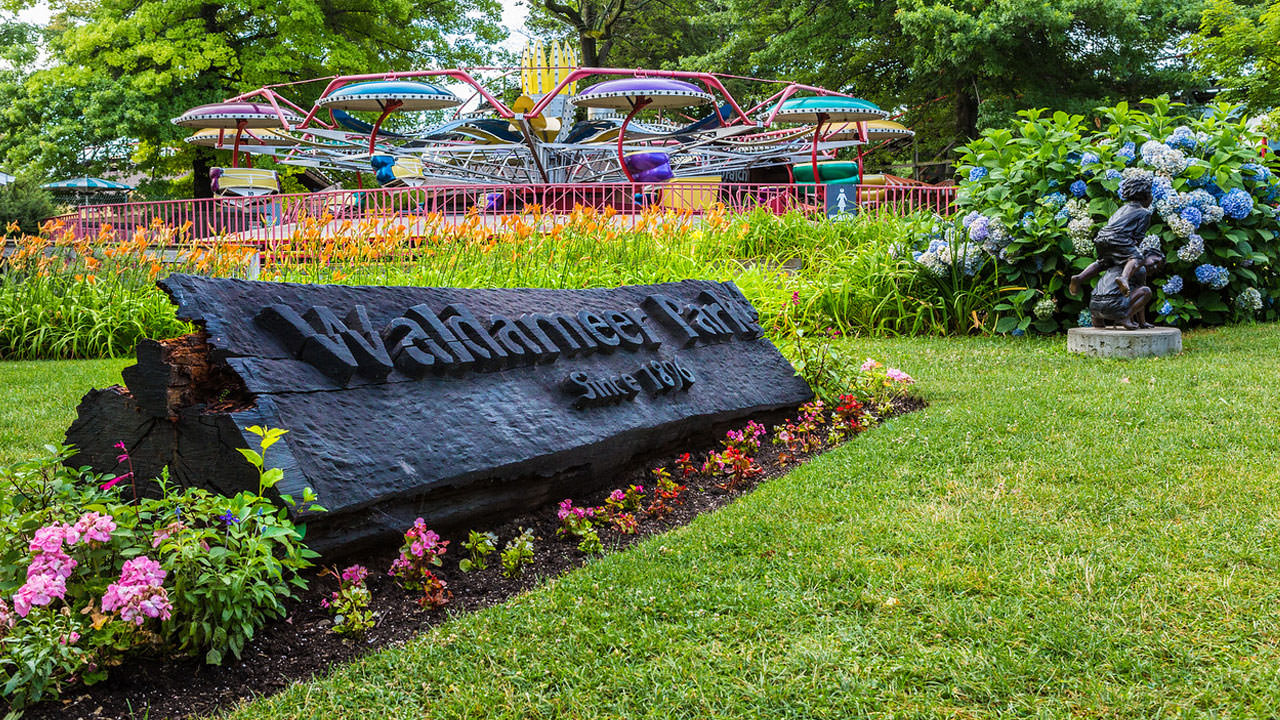 Sign at entrance to Waldameer Park