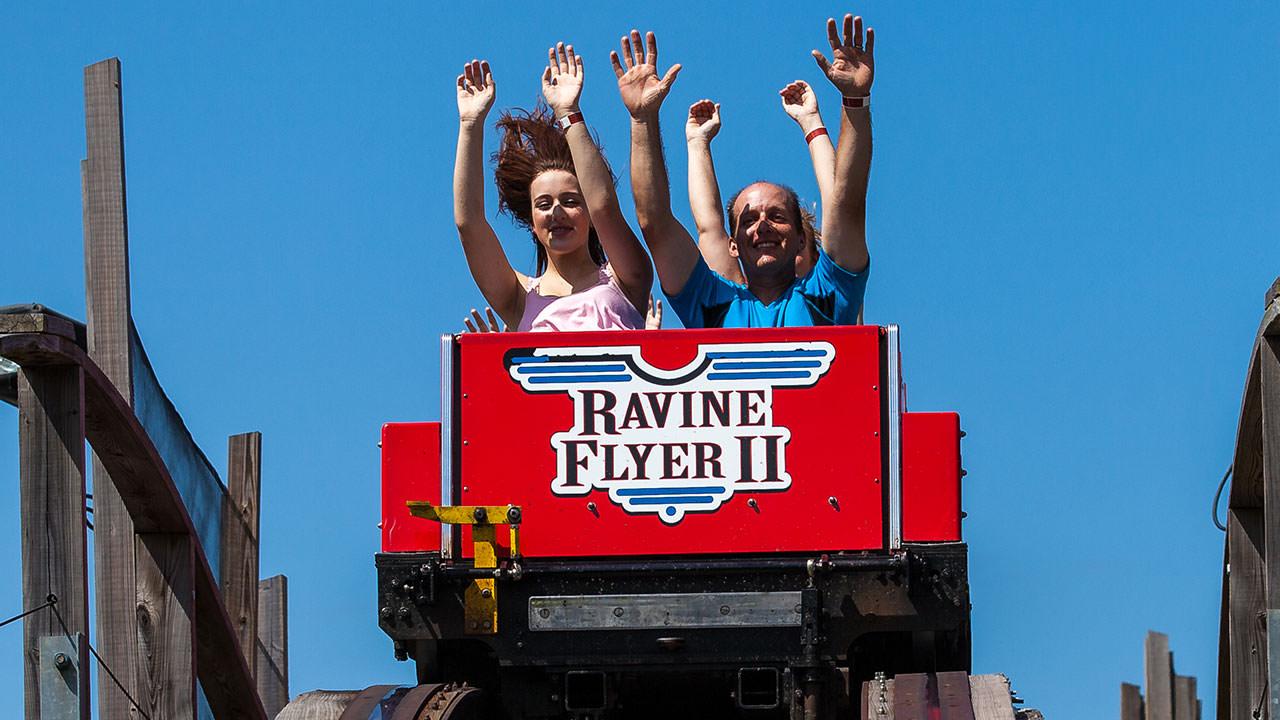 Ravine Flyer roller coaster